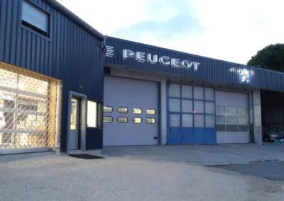 Réfection de Façade d'une concession Peugeot bardage métallique.