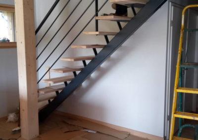 Escalier structure mixte bois métal.