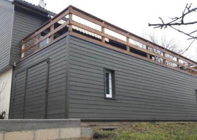 Bardage Simonin FUNLAM coloris gris brun et terrasse en méléze