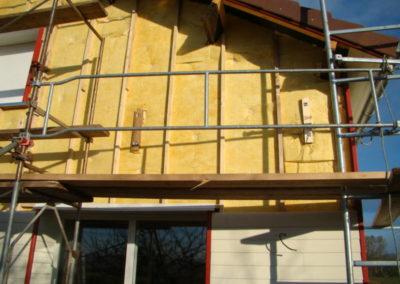 Isolation en façade laine verre et bardage bois.