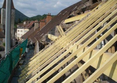 Rénovation complète de charpente sur un ancien bâtiment.